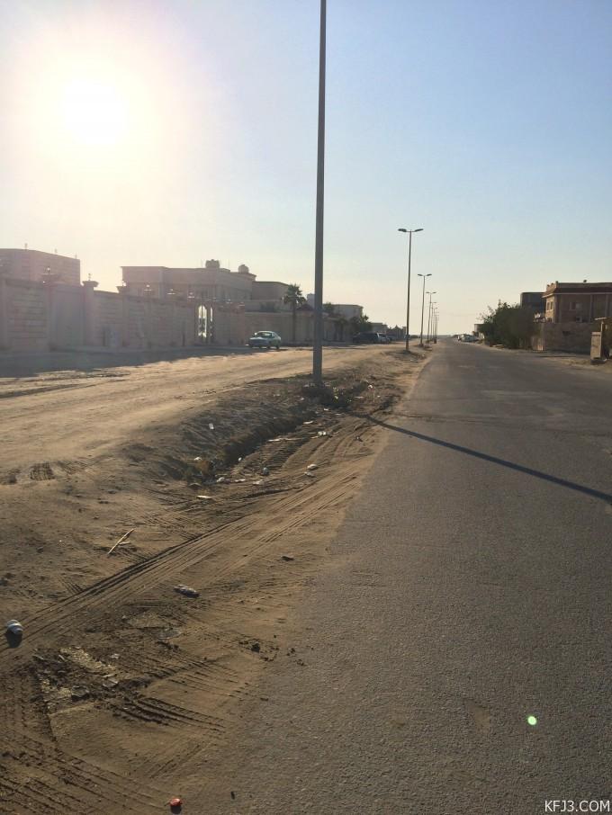 بالصور أحياء الخفجي تشتكي نفايات وشوارع غير مسفلته ونقص في الخدمات