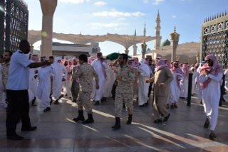 صور جنازة وتشييع جثمان الجندي المحمادي بالمسجد النبوي