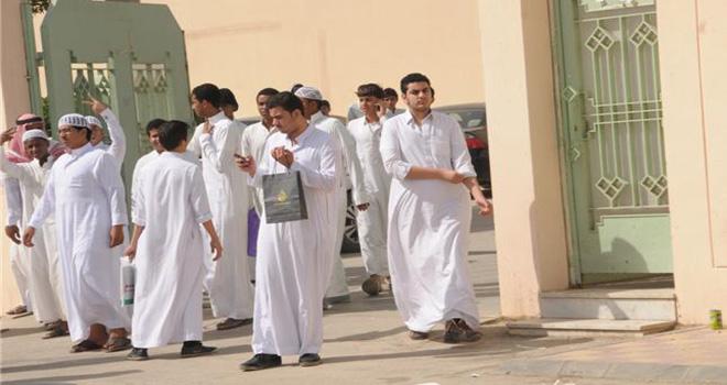 اسباب انتحار طالب سعودي وسقوطه من الدور الثاني بالعارضة
