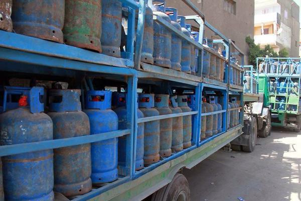 بالصور توجه 30 شاحنة من طبرق لي بنغازي محملة باسطوانات الغاز