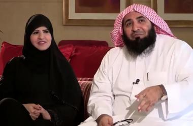 حالة إرباك تسود السعوديين بعد ظهور إمرأة رجل دين معروف مكشوفة الوجه
