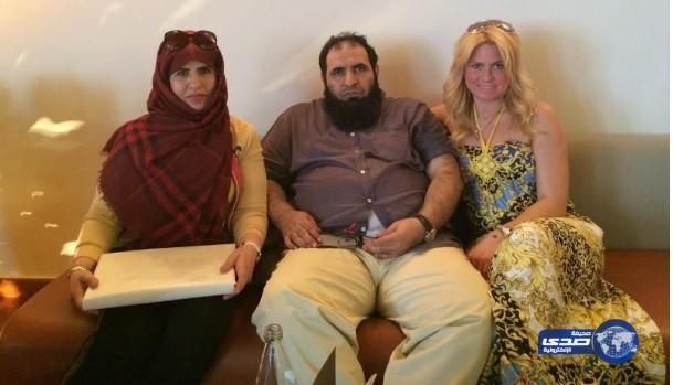 صور فضيحة الشيخ الغامدي مع فتيات اجنبيات بالخارج
