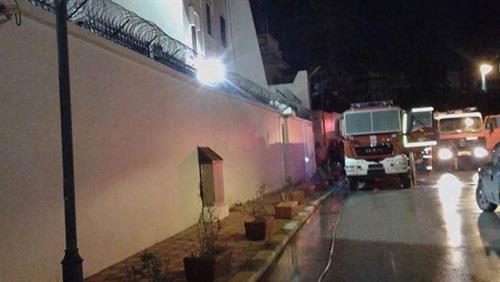 حريق يلتهم السفارة السعودية المغلقة في طرابلس