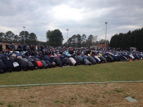 جنازة وتشييع جنازة الطلاب المسلمين الذين قتلوا في أمريكا