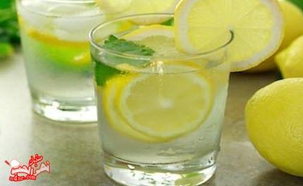 فوائد شرب الماء الساخن على معدة فارغة