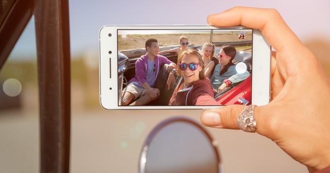 شركة لينوفو تطلق هاتف Vibe S1 بكاميرتين أماميتين في برلين IFA 2015