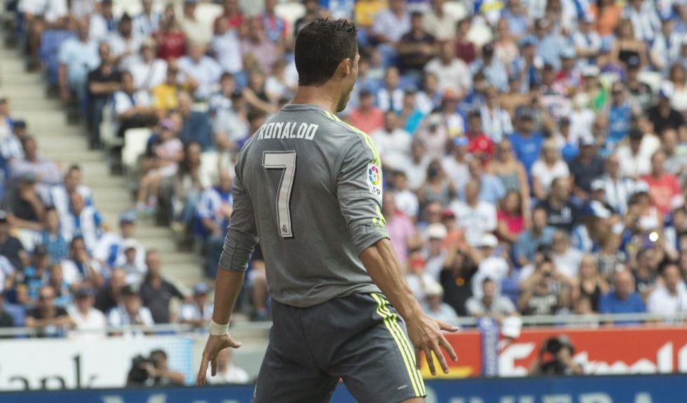 كريستيانو رونالدو يتخطى حاجز 500 هدف في مسيرته الرسمية مع الانديه التي لعب لها