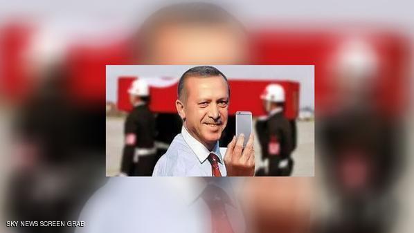 صورة أردوغان أمام نعش جندي