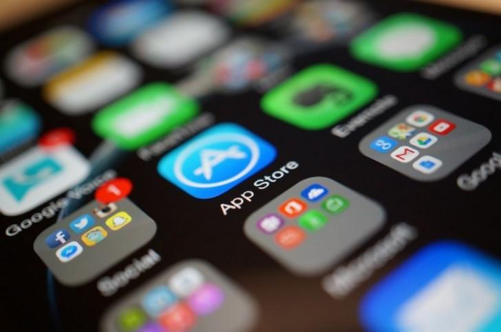 اكتشاف عشرات التطبيقات التي تتجسس على المستخدمين في متجر آبل