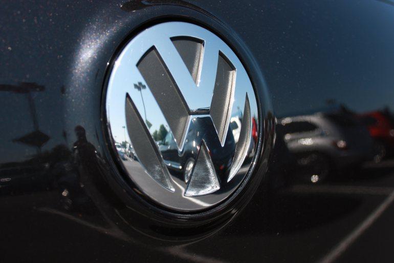 فولكسفاغن تلاعبت بإنبعاثات محركات سياراتها ما قد يكلفها غرامة 18 مليار دولار