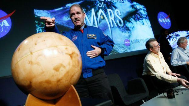أدلة على وجود مياه على سطح المريخ من وكالة ناسا