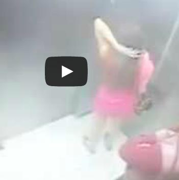 شاهد بالفيديو ماذا فعل هذا الشاب بالفتاة داخل المصعد