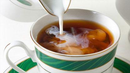 لهذا السبب احذروا اضافة الحليب الى الشاي
