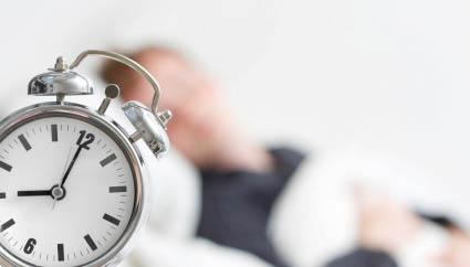 كم عدد ساعات النوم التي يحتاجها الإنسان