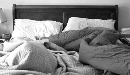 احذروا من ترتيب السرير بعد الاستيقاظ من النوم