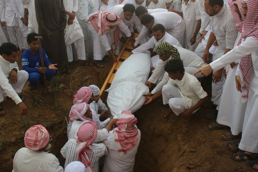 صور جنازة وتشييع جثمان الإعلامي طوهري ورفيقه