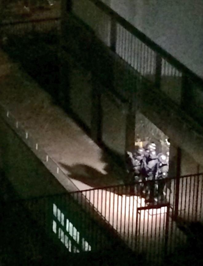إخلاء منطقة برج إيفل في باريس وتجمع كثيف للشرطة قرب فندق مجاور
