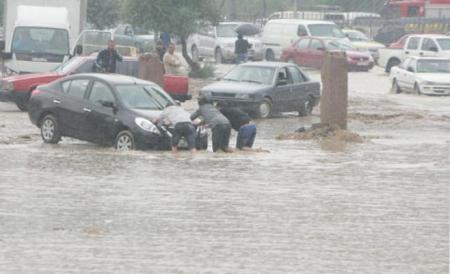 تحذيرات من تشكل السيول والعواصف الرعدية وتراجع مدى الرؤية الأفقية الثلاثاء 17-11-2015