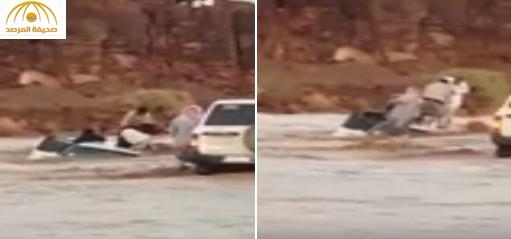 صور شباب ينقذون معلمات من الغرق بحائل