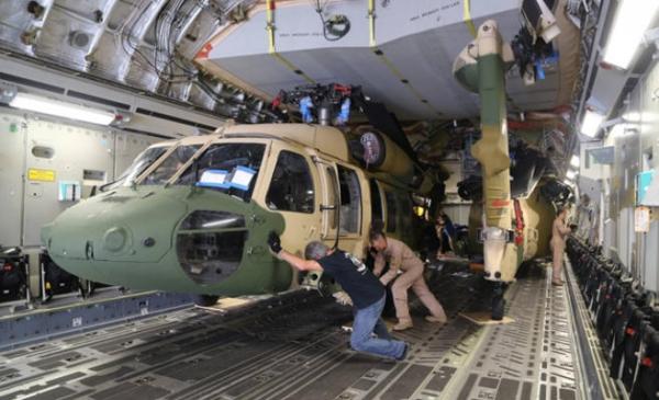 بالصور أميركا تسلم 3 طائرات مروحية من أصل 8 من نوع بلاك هوك للأردن