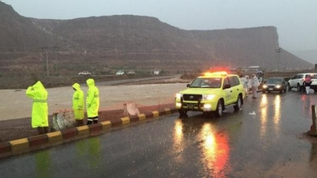 عشر وفيات بسبب السيول في المدينة المنورة وحائل وجدة