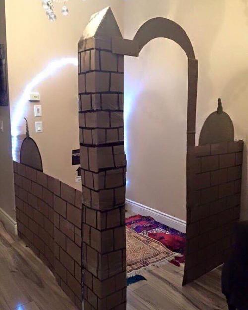 صور مغتربه أردنية تبتكر طريقة لتشجيع أبنائها على الصلاة