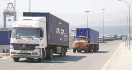 نقابة الشاحنات الاردنية الباخرة العائمة تعطل عمل ألف شاحنة أردنية