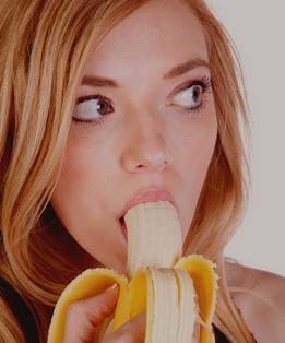 صور بنات تأكل موز - صور بنات ماسكة موزه - اجمل بنت تأكل موز