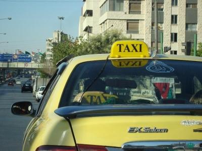 هكذا كان رد مواطنة اردنية على سائق تاكسي رفض فتح العداد ليكون درساً لغيره