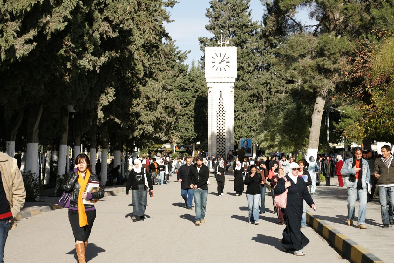 اضراب مفتوح للطلبة في جامعة أردنية والإدارة تغلق المصلى وتقطع الكهرباء
