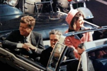 شاهد بالفيديو ماذا فعلت زوجة الرئيس الأمريكي جون كيندي لحظة اغتياله