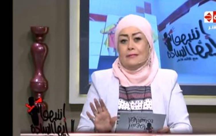 فيديو اعلامية مصرية تسخر من توزيع منشطات جنسية وملابس داخلية على الناخبين
