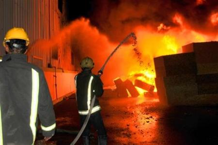 حريق مستودع بولسترين في اربد مساء الثلاثاء 24-11-2015