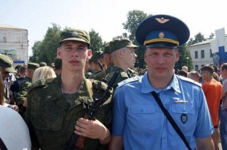 من هو الطيار الروسي الذي قتل بعد إسقاط السوخوي