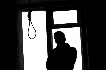 بالصورة رد فعل اب اردني بعد أن هدده ابنه بالانتحار على الفيسبوك