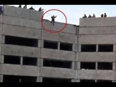 شاهد فيديو سقوط فتاة من الطابق العاشر واصطدامها بالأرض بقوة