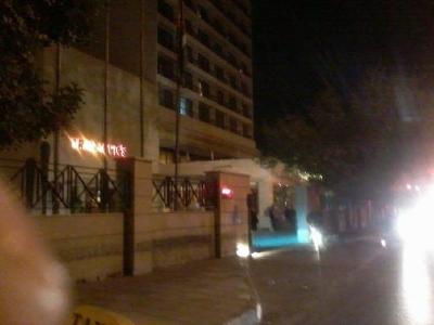 اجهزة الانذار في فندق الريجنسي تطلق تحذيرات فجر اليوم 28-11-2015 بسبب سيارة تحمل الهيجين