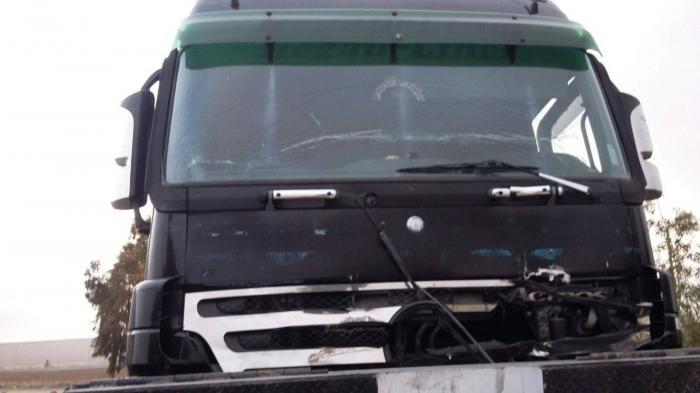 مجهلون يطلقون النار على شاحنات لنقل الفوسفات  في منطقة الحسا شاهد الصور