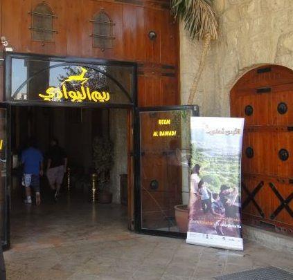 صور حريق داخل مطعم ريم البوادي في عمان ووقوع اصابات