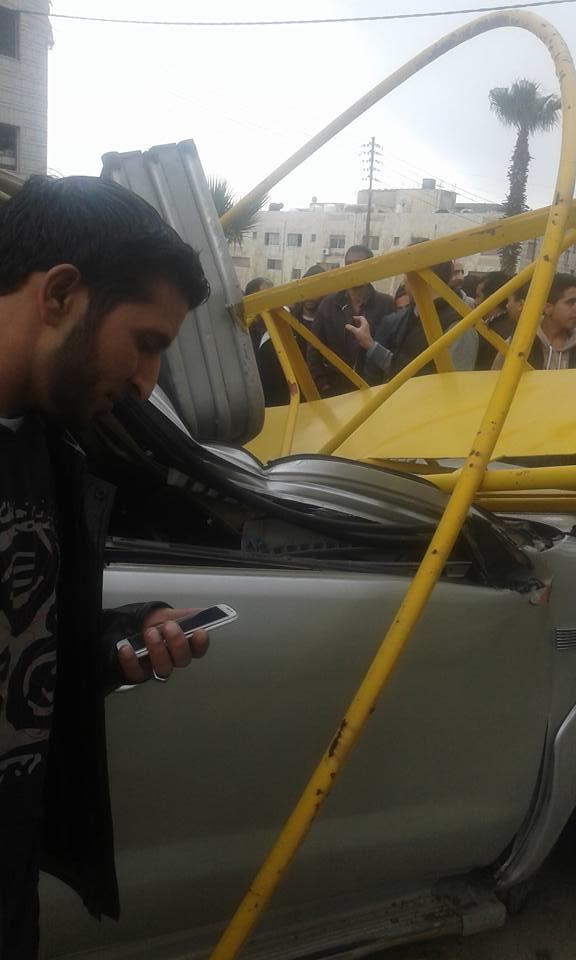 اصابة مواطن اثر سقوط رافعة في البيادر عمان شاهد الصور