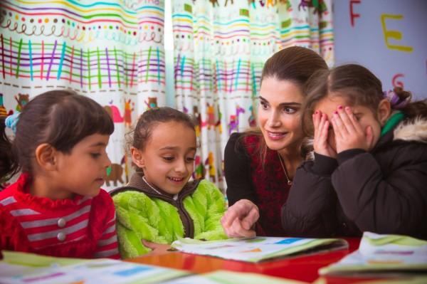 صور الملكة رانيا بالثوب الاردني تعكس تراث المملكة الأردنية الهاشمية