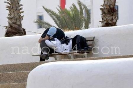 فتاة عربية 17 عاما تنتحر بسبب حبها لجارها المدرس