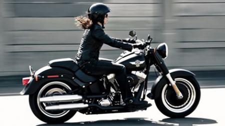 خمس فنانات سوريات على الدراجات النارية تعرف عليهم