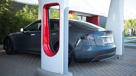 مشروع ريادي في العاصمة عمان محطات شمسية لتوليد الكهرباء لشحن السيارات الكهربائية