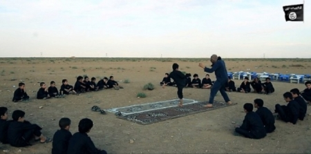 الجنود الأطفال من قبل تنظيم داعش المتطرف ولماذا يلجا لاستخدامهم