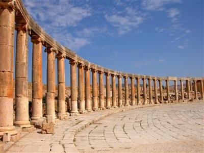اسباب تراجع عدد السياح في المملكة الاردنية الهاشمية لعام 2015
