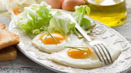 تناول البيض لا يسبب أمراض القلب