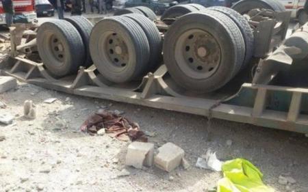 تدهور شاحنة اردنية محملة بالسيرميك في منطقة وادي اليتم العقبة ووفاة السائق