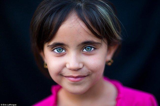 صور اطفال عيونهم زرقاء تجنن