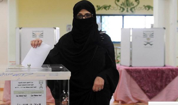 شاهد بالصور السعوديات يصوتن بكثافة في الانتخابات البلدية